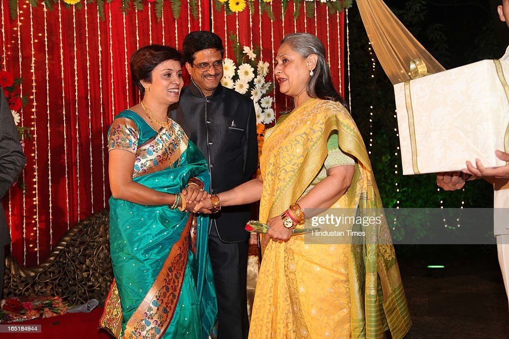 Jaya Bachchan congrutulates proud parents Vidya Yeravdekar and Satish Yeravdekar at the wedding reception of Ameya Yeravdekar and Swati Thorat at Delhi Gymkhana on March 22, 2013 in New Delhi, India.
