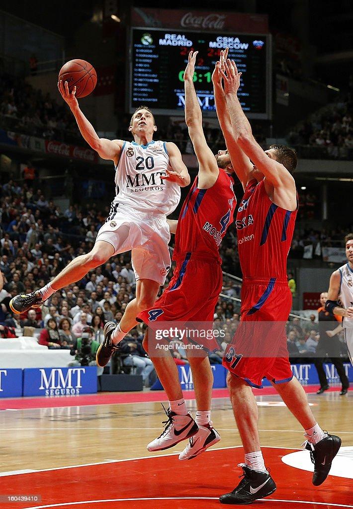 Jaycee Carroll #20 of Real Madrid goes to the basket against Milos Teodosic #4 and Viktor Khryapa #31 of CSKA Moscow during the Turkish Airlines Euroleague Top 16 game at Palacio de los Deportes on January 31, 2013 in Madrid, Spain.