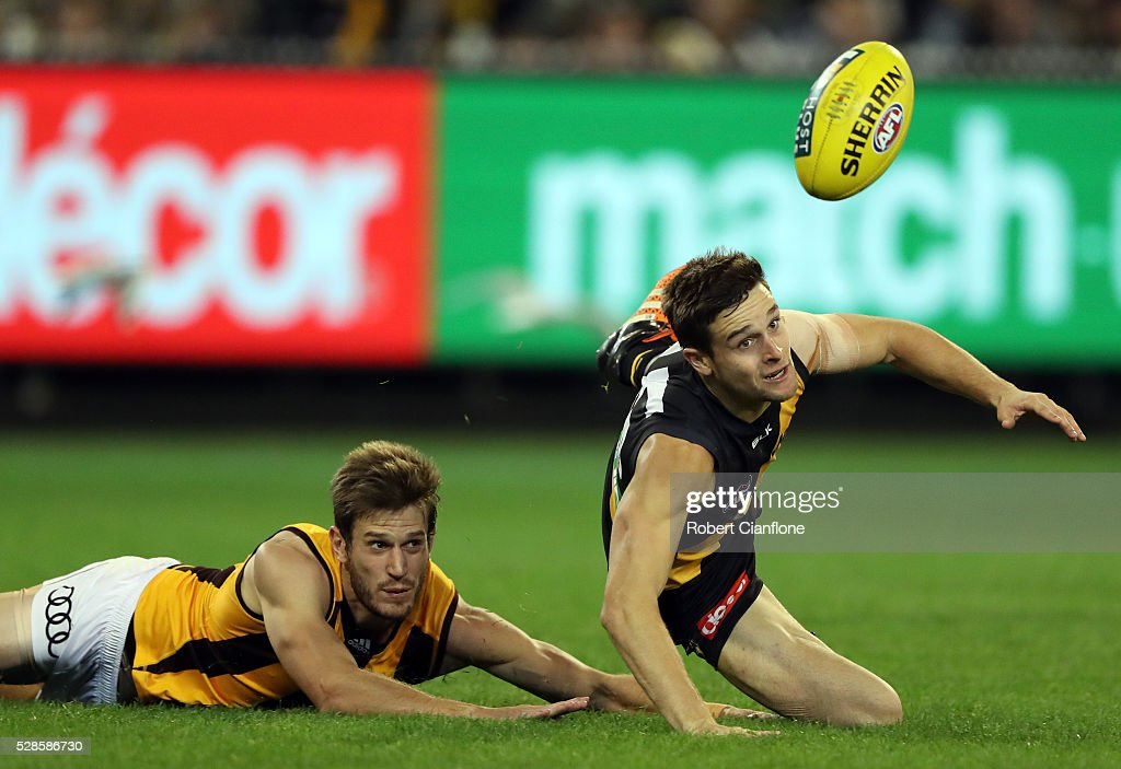 Jayden Short of the Tigers looks to get the ball during the round seven AFL match between the Richmond Tigers and the Hawthorn Hawks at Melbourne Cricket Ground on May 6, 2016 in Melbourne, Australia.