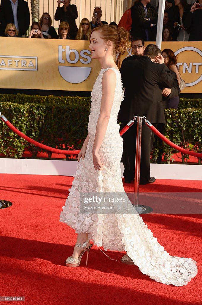 Jayma Mays arrives at the 19th Annual Screen Actors Guild Awards held at The Shrine Auditorium on January 27, 2013 in Los Angeles, California.