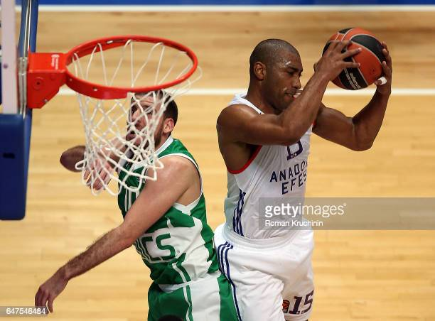 Jayson Granger #15 of Anadolu Efes Istanbul competes with Quino Colom #10 of Unics Kazan during the 2016/2017 Turkish Airlines EuroLeague Regular...