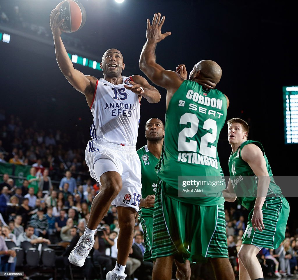 Jayson Granger #15 of Anadolu Efes Istanbul in action during the 20152016 Turkish Airlines Euroleague Basketball Top 16 Round 10 game between...