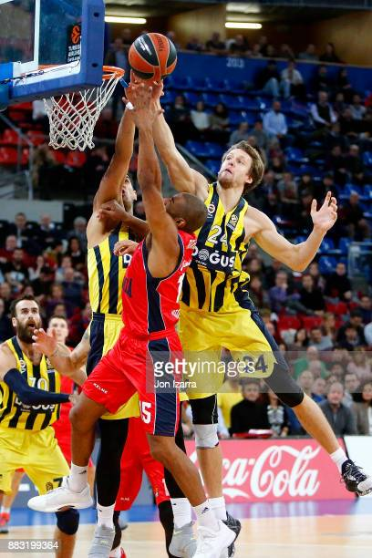 Jayson Granger #15 of Baskonia Vitoria Gasteiz in action during the 2017/2018 Turkish Airlines EuroLeague Regular Season game between Baskonia...
