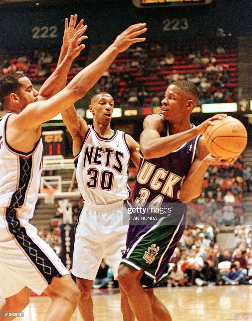Jayson Williams L and Kerry Kittles C of the N