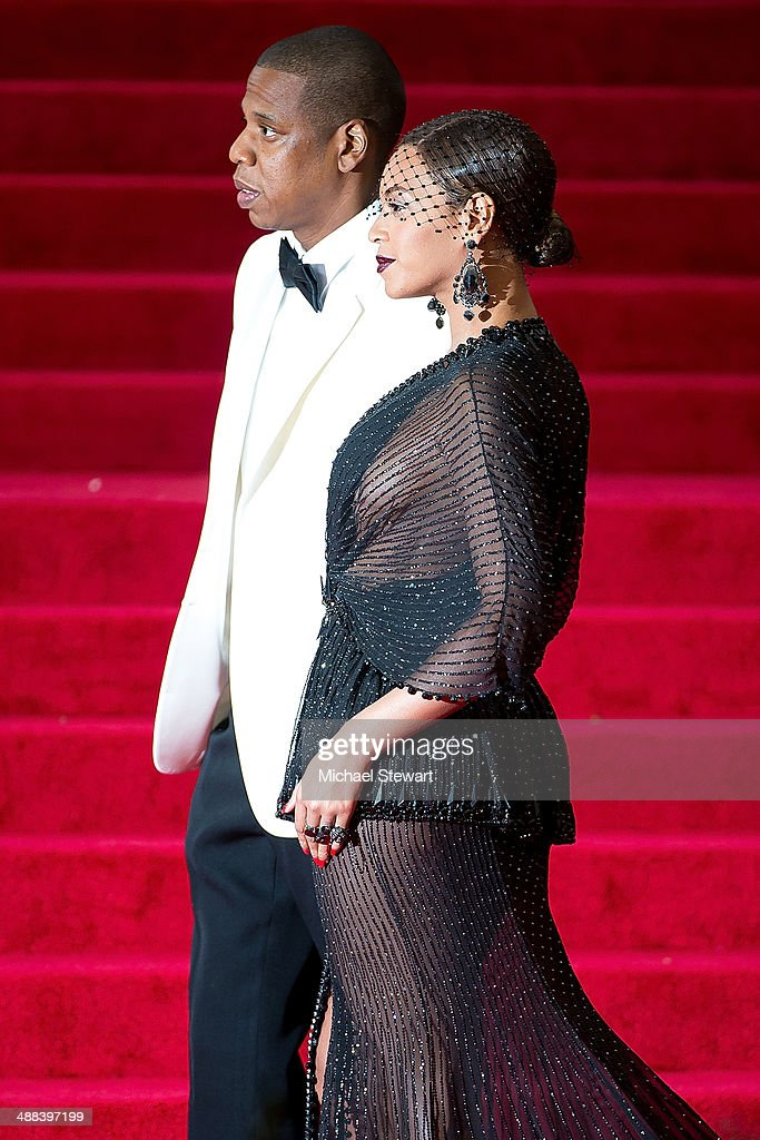 Jay-Z (L) and Beyonce attend the 'Charles James: Beyond Fashion' Costume Institute Gala at the Metropolitan Museum of Art on May 5, 2014 in New York City.