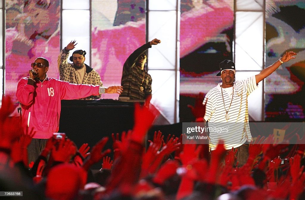 <a gi-track='captionPersonalityLinkClicked' href=/galleries/search?phrase=Jay-Z&family=editorial&specificpeople=201664 ng-click='$event.stopPropagation()'>Jay-Z</a> and Memphis Bleek perform on Jimmy Kimmel Live outside of the El Capitan Theatre on Hollywood Boulevard on November 22, 2006 in Hollywood, California. <a gi-track='captionPersonalityLinkClicked' href=/galleries/search?phrase=Jay-Z&family=editorial&specificpeople=201664 ng-click='$event.stopPropagation()'>Jay-Z</a> is appearing on the late night show to support his return to music and new album, 'Kingdom Come.'