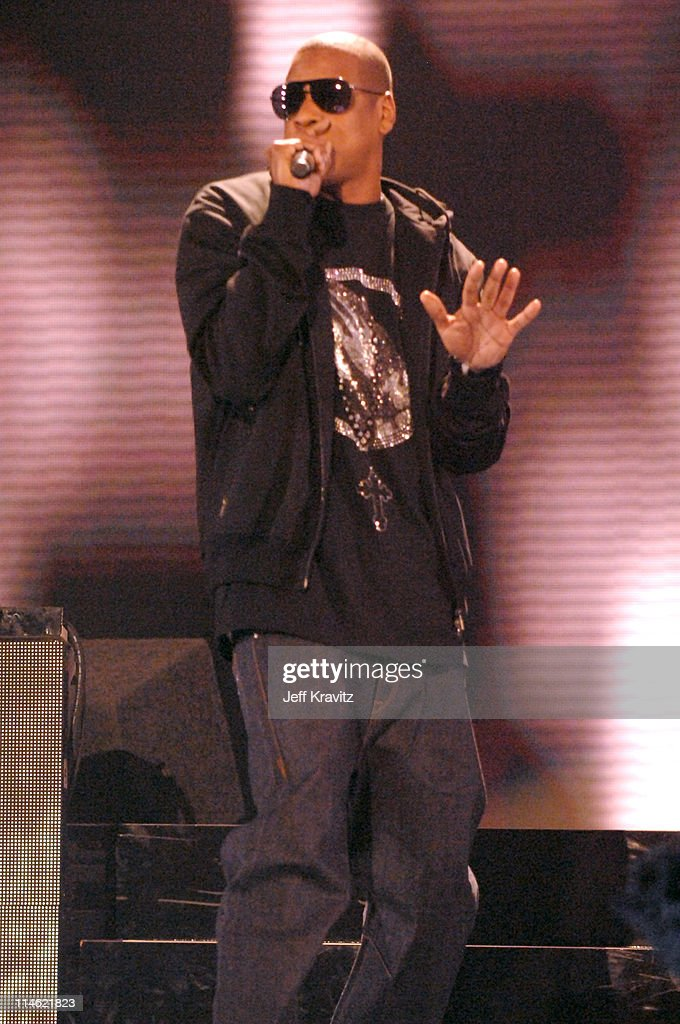 <a gi-track='captionPersonalityLinkClicked' href=/galleries/search?phrase=Jay-Z&family=editorial&specificpeople=201664 ng-click='$event.stopPropagation()'>Jay-Z</a> performs 'Umbrella' during 2007 MTV Movie Awards - Show at Gibson Amphitheater in Los Angeles, California, United States.