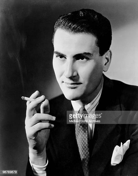 Jazz clarinetist and bandleader Artie Shaw poses for a portrait circa 1940 in New York City New York