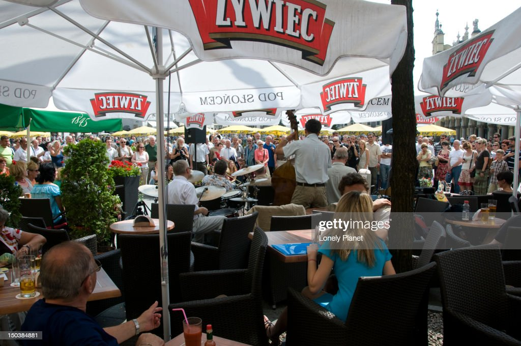 Jazz group playing in one of the many open-air cafes at Rynek Glowny : Stock Photo