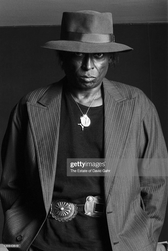 Jazz musician <a gi-track='captionPersonalityLinkClicked' href=/galleries/search?phrase=Miles+Davis&family=editorial&specificpeople=210822 ng-click='$event.stopPropagation()'>Miles Davis</a> poses for a portrait at home on April 15, 1984 in New York City, New York.