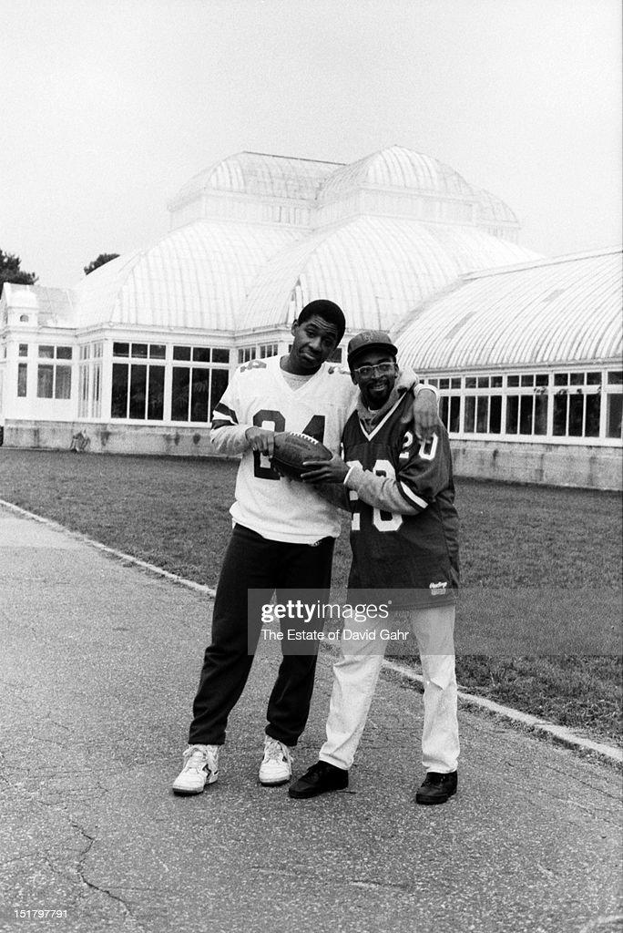 Jazz saxophonist composer and bandleader Branford Marsalis and filmmaker Spike Lee pose for a portrait on November 17 1982 at the Brooklyn Botanical...