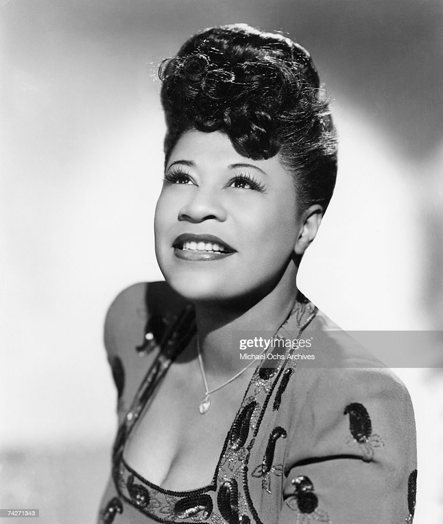 Jazz singer <a gi-track='captionPersonalityLinkClicked' href=/galleries/search?phrase=Ella+Fitzgerald&family=editorial&specificpeople=90780 ng-click='$event.stopPropagation()'>Ella Fitzgerald</a> poses for a portrait circa 1945 in New York City, New York.