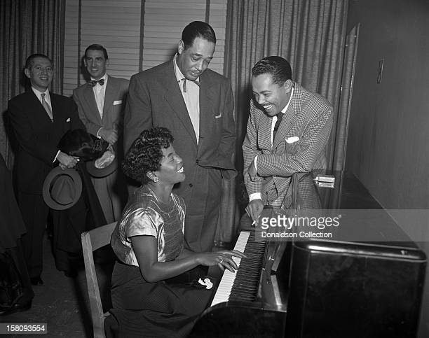 Jazz Singer Sarah Vaughan plays piano as bandleader Duke Ellington and singer Billy Eckstine watch backstage at Carnegie Hall on December 1 1951 in...