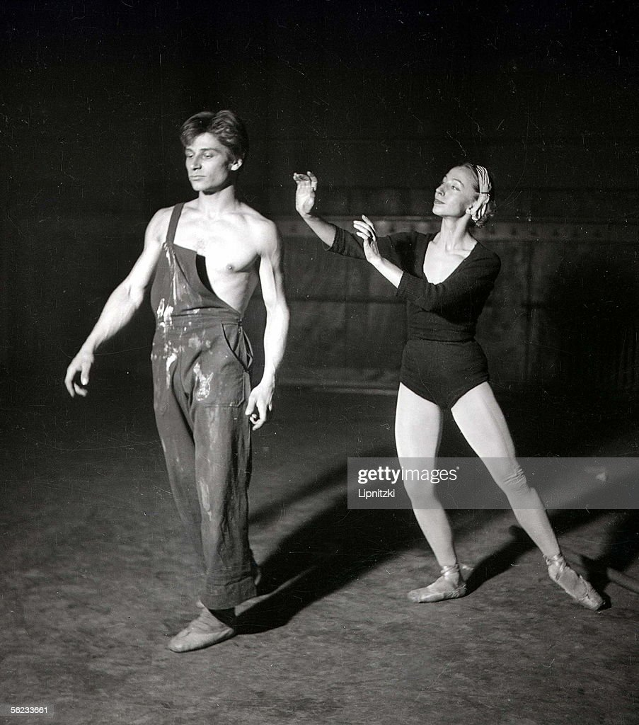 Jean Babilee and Helene Constantine in 'La Creation'. Choregraphy : David Lichine. Paris, Ballets des Champs-Elysees, November 1948. LIP-020-053-083.