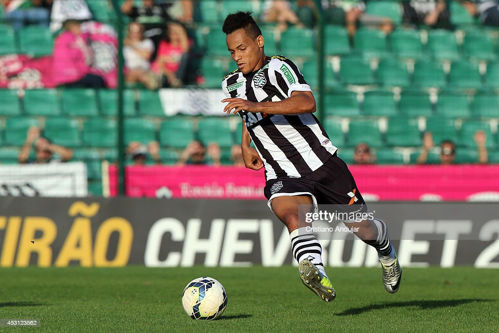 Jean Carlos #9 of Figueirense in action during a match between Figueirense and Sport as part of Campeonato Brasileiro 2014 at Orlando Scarpelli Stadium on August 3, 2014 in Florianopolis, Brazil