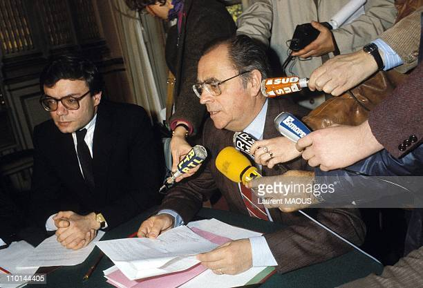 Jean Charles Naouri and Pierre Beregovoy During a press conference in Paris in Paris France on March 31 1983