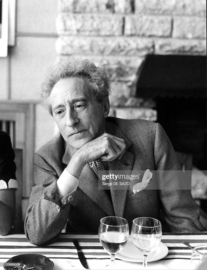 <a gi-track='captionPersonalityLinkClicked' href=/galleries/search?phrase=Jean+Cocteau&family=editorial&specificpeople=211437 ng-click='$event.stopPropagation()'>Jean Cocteau</a>.