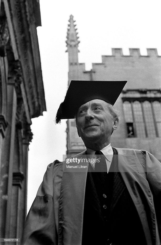 <a gi-track='captionPersonalityLinkClicked' href=/galleries/search?phrase=Jean+Cocteau&family=editorial&specificpeople=211437 ng-click='$event.stopPropagation()'>Jean Cocteau</a>, smiling cap the cap of honorary doctor of Oxford.