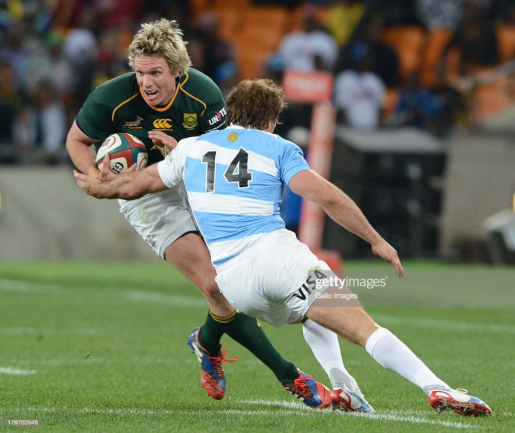 <a gi-track='captionPersonalityLinkClicked' href=/galleries/search?phrase=Jean+de+Villiers&family=editorial&specificpeople=2285701 ng-click='$event.stopPropagation()'>Jean de Villiers</a> of the Springboks and Gonzalo Camacho of Argentina during the Castle Rugby Championship match between South Africa and Argentina at FNB Stadium on August 17, 2013 in Soweto, South Africa.