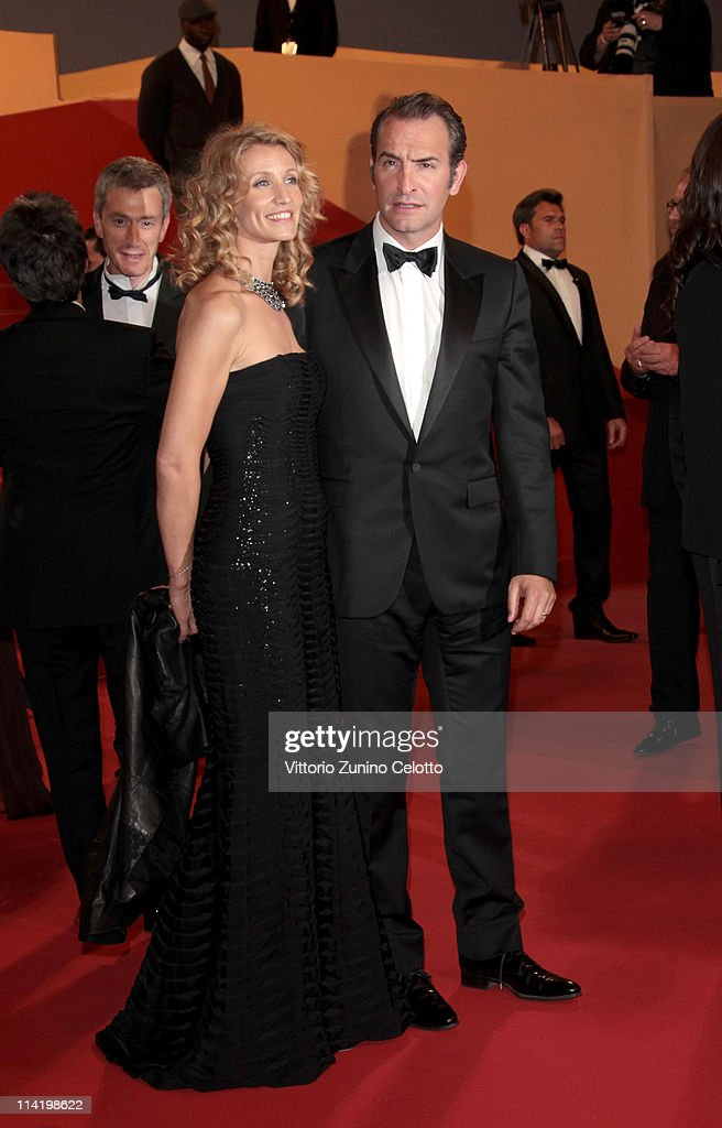 Jean Dujardin (R) and his wife Alexandra Lamy attend 'The Artist' premiere at the Palais des Festivals during the 64th Annual Cannes Film Festival on May 15, 2011 in Cannes, France.
