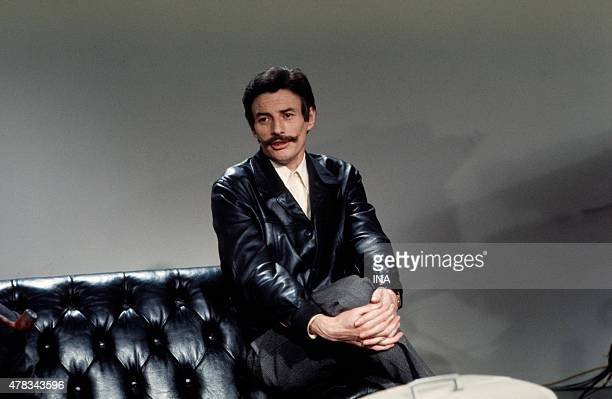 Jean Ferrat during the recording of the program ''The guest of Sunday''