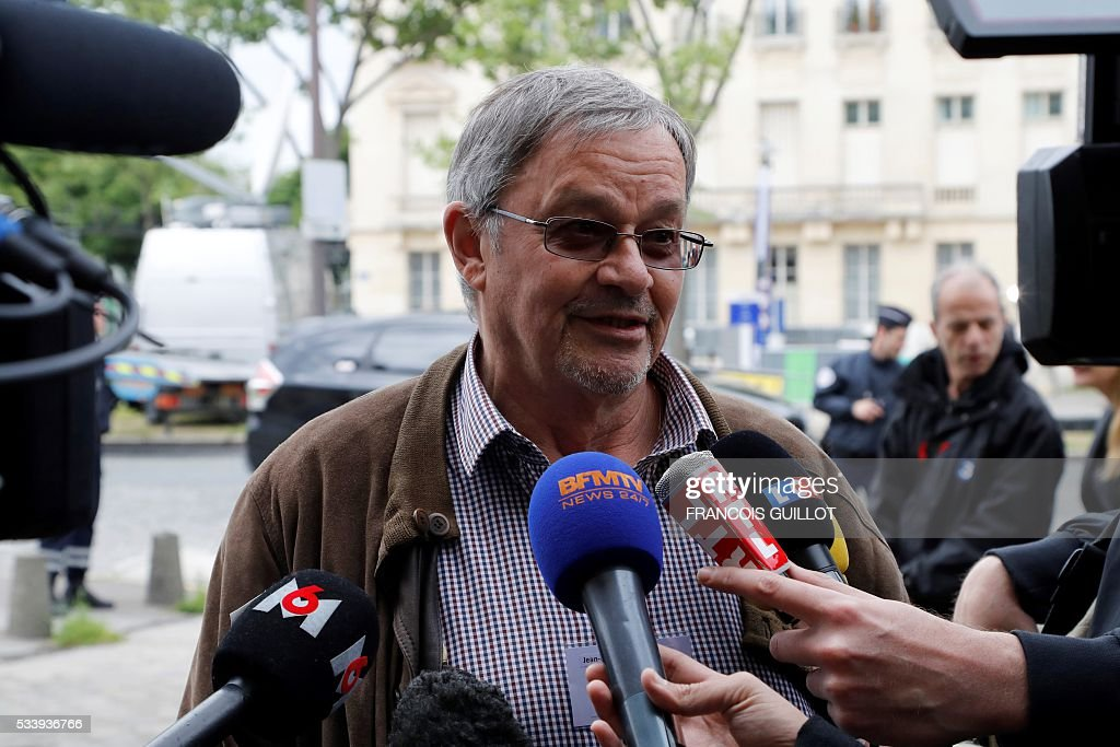 Jean Francois Mondeguer, head of a association of victims of November 13th Paris' attacks delivers a speech prior to a meeting with the investigating judge in charge of the inquiry into the attacks on May 24, 2016 at the Ecole militaire in Paris. / AFP / FRANCOIS