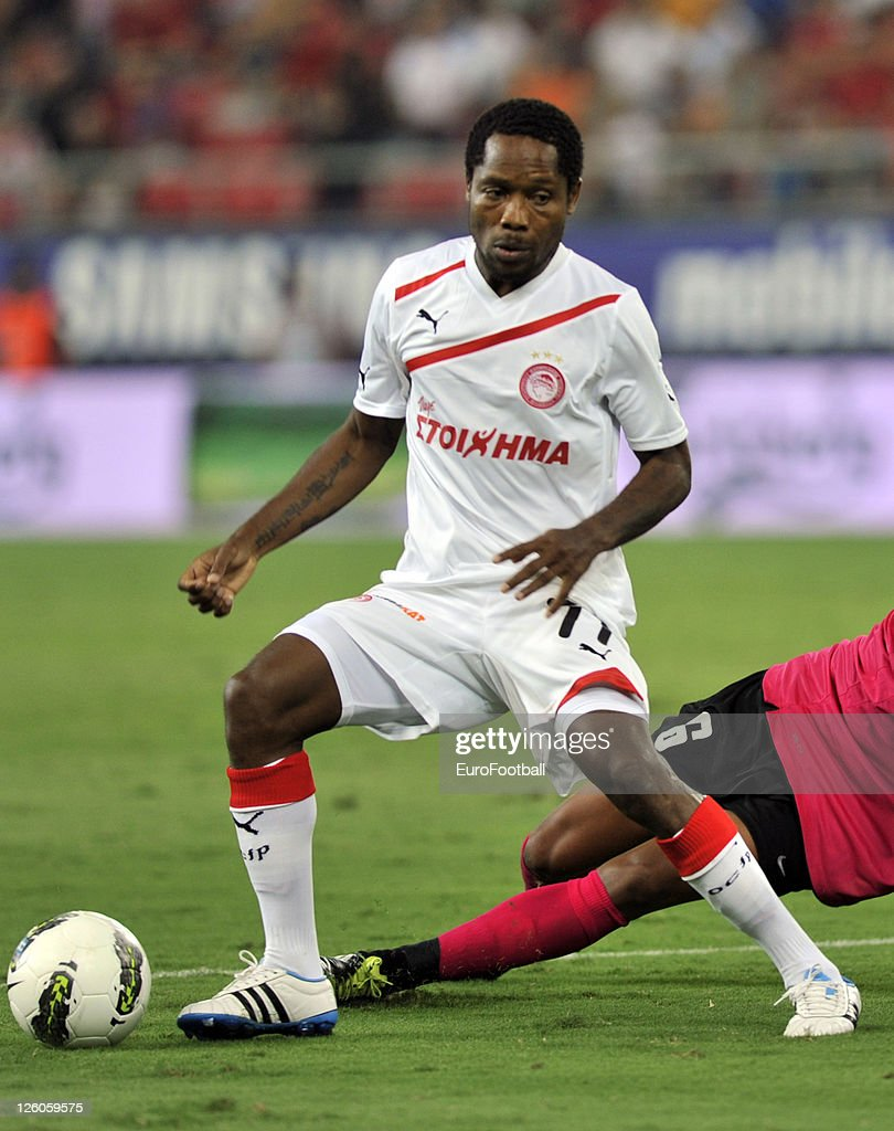 <a gi-track='captionPersonalityLinkClicked' href=/galleries/search?phrase=Jean+Makoun&family=editorial&specificpeople=807728 ng-click='$event.stopPropagation()'>Jean Makoun</a> of Olympiacos FC in action during the Greek Super League match between Olympiacos FC and Xanthi FC at the Karaiskakis Stadium on September 18, 2011 in Piraeus, Greece.