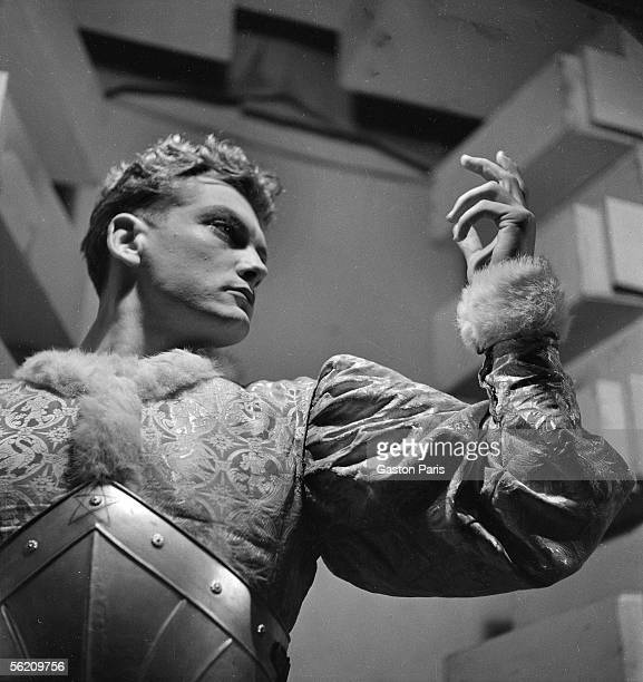 Jean cocteau jean marais stock photos and pictures getty - Les chevalier de la table ronde ...