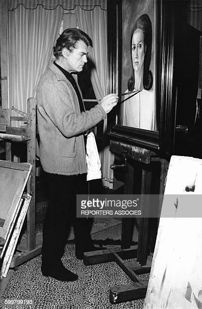 Jean Marais peignant à son domicile en France circa 1970