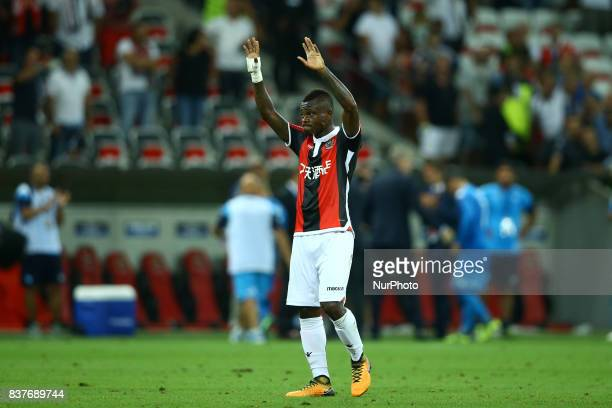 Jean Michael Seri of Nice greeting the supporters after the UEFA Champions League playoff football match between Nice and Napoli at the Allianz...