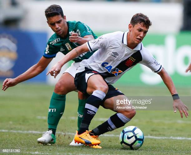 Jean of Palmeiras and Douglas Luiz of Vasco da Gama in action during the match between Palmeiras and Vasco da Gama for the Brasileirao Series A 2017...
