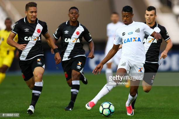 Jean of Vasco da Gama struggles for the ball with Bruno Henrique of Santos during a match between Vasco da Gama and Santos as part of Brasileirao...