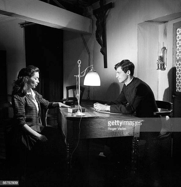 Jean Paul Belmondo and Emmanuelle Riva French actors in ' Leon Morin priest ' of JeanPierre Melville On 1961 ADR210003