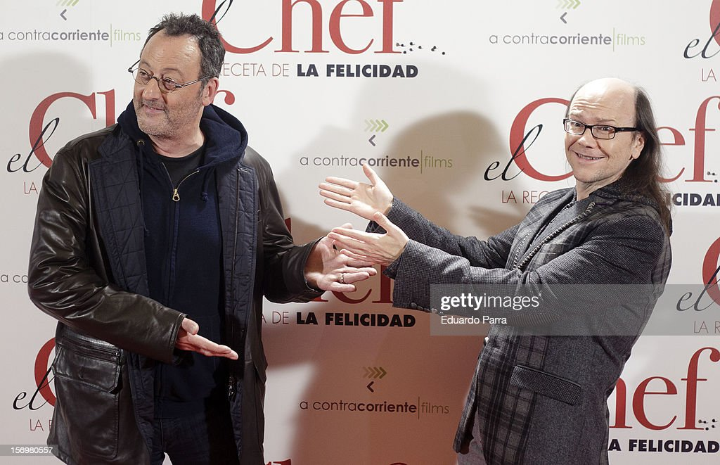 <a gi-track='captionPersonalityLinkClicked' href=/galleries/search?phrase=Jean+Reno&family=editorial&specificpeople=213522 ng-click='$event.stopPropagation()'>Jean Reno</a> (L) and <a gi-track='captionPersonalityLinkClicked' href=/galleries/search?phrase=Santiago+Segura&family=editorial&specificpeople=2221296 ng-click='$event.stopPropagation()'>Santiago Segura</a> attend 'El chef, la receta de la felicidad' ('Comme un chef') premiere photocall at Palafox cinema on November 26, 2012 in Madrid, Spain.