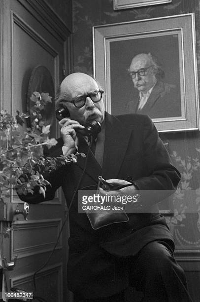 Jean Rostand Writer And Biologist Elected At The French Academy France avril 1959 dans sa villa de Ville d' Avray Jean ROSTAND apprend son élection à...