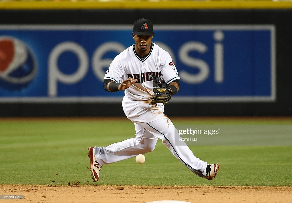 <a gi-track='captionPersonalityLinkClicked' href=/galleries/search?phrase=Jean+Segura&family=editorial&specificpeople=7521808 ng-click='$event.stopPropagation()'>Jean Segura</a> #2 of the Arizona Diamondbacks makes a play on a ground ball against the Colorado Rockies on April 29, 2016 in Phoenix, Arizona.