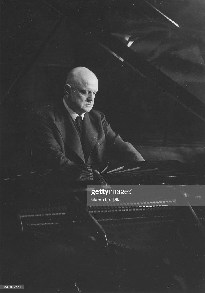 <a gi-track='captionPersonalityLinkClicked' href=/galleries/search?phrase=Jean+Sibelius&family=editorial&specificpeople=905695 ng-click='$event.stopPropagation()'>Jean Sibelius</a> *08.12.1865-+Komponist; Finnland- 1935
