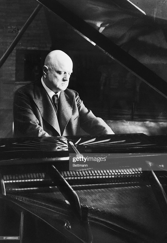 <a gi-track='captionPersonalityLinkClicked' href=/galleries/search?phrase=Jean+Sibelius&family=editorial&specificpeople=905695 ng-click='$event.stopPropagation()'>Jean Sibelius</a> (1865-1957) at the piano. Finnish composer. He was famous for natinalistic music. Undated photograph.