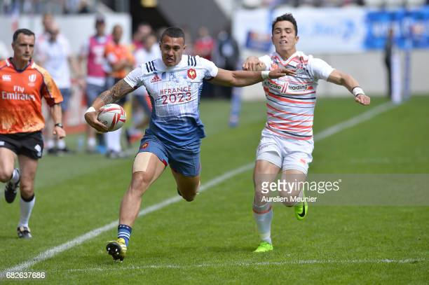 Jean Teiva Jacquelin of France runs with the ball during the HSBC rugby sevens match between France and England on May 13 2017 in Paris France