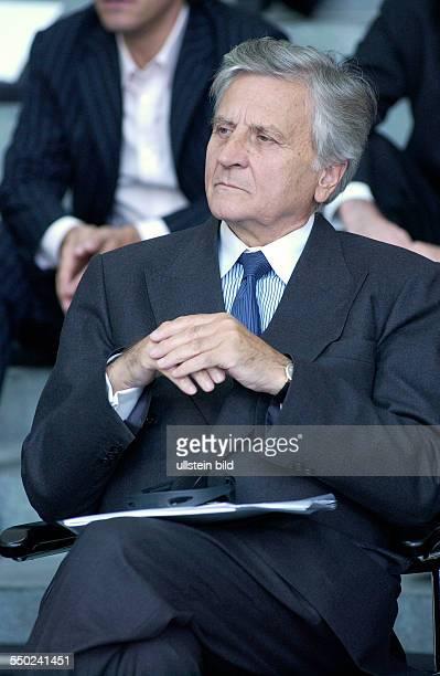 JeanClaude Trichet spricht Dankesworte anlässlich der Verleihung des DeutschFranzösischen Kulturpreises im Berliner Bundeskanzleramt
