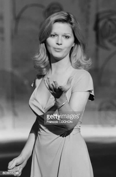 Jeane Manson chante à la télévision le 24 avril 1976 à Paris France