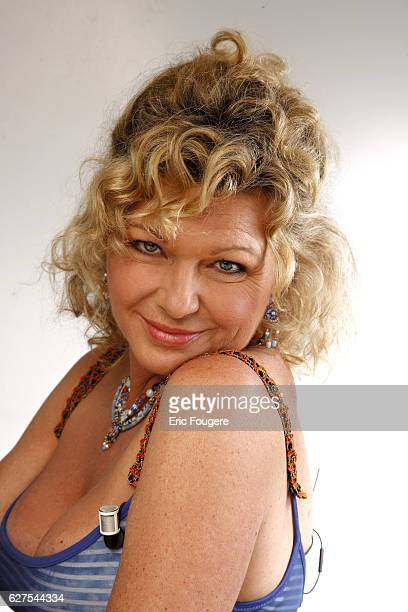 Jeane Manson on the set of the TV show 'Les Grands du Rire'