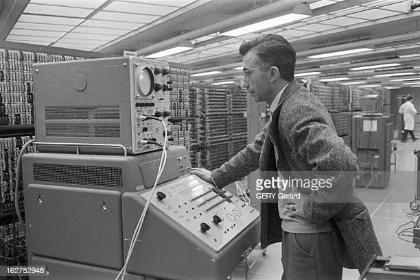 JeanEmile Charon French Physicist Saclay 17 février 1960 Portrait du physicien JeanEmile CHARON dans un laboratoire du centre d'études nucléaires de...