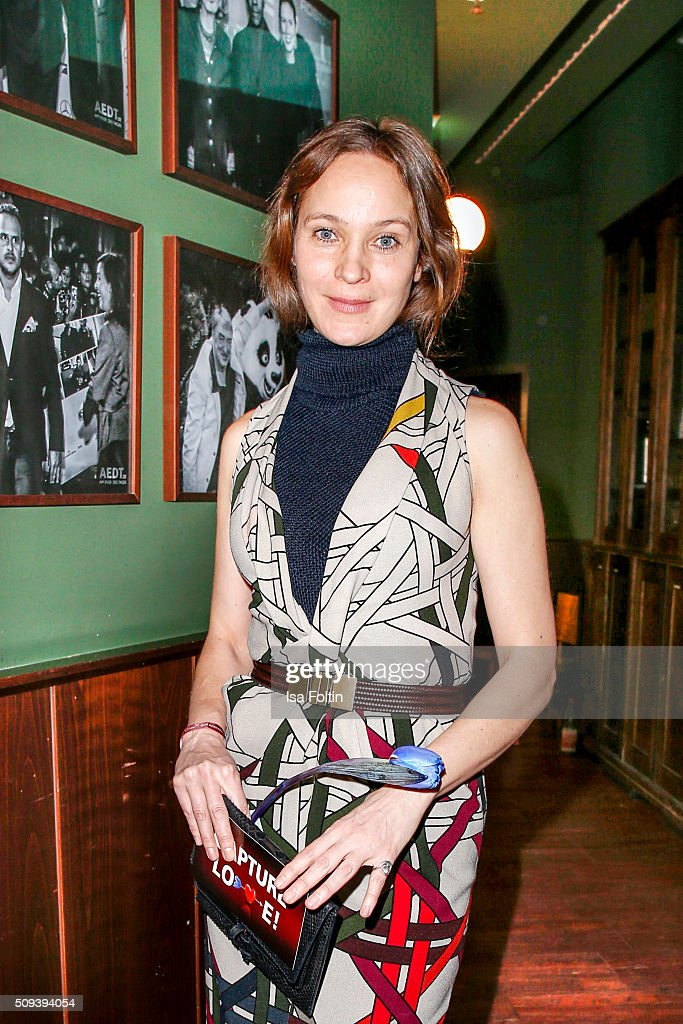 <a gi-track='captionPersonalityLinkClicked' href=/galleries/search?phrase=Jeanette+Hain&family=editorial&specificpeople=628364 ng-click='$event.stopPropagation()'>Jeanette Hain</a>, wearing a dress from Dawid Tomaszewski, attends the Blaue Blume Awards 2016 on February 10, 2016 in Berlin, Germany.