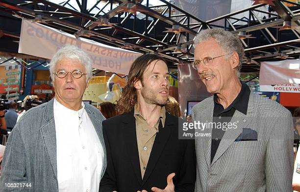 JeanJacques Annaud Director Guy Pearce and Jake Eberts Producer