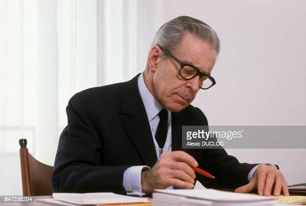 JeanJacques ServanSchreiber presente son livre Le Choix Des Juifs le 2 mai 1988 a Paris France