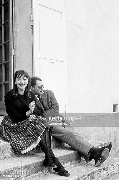 JeanLuc Godard et Anna Karina chez JeanClaude Brialy à Monthion circa 1960 en France
