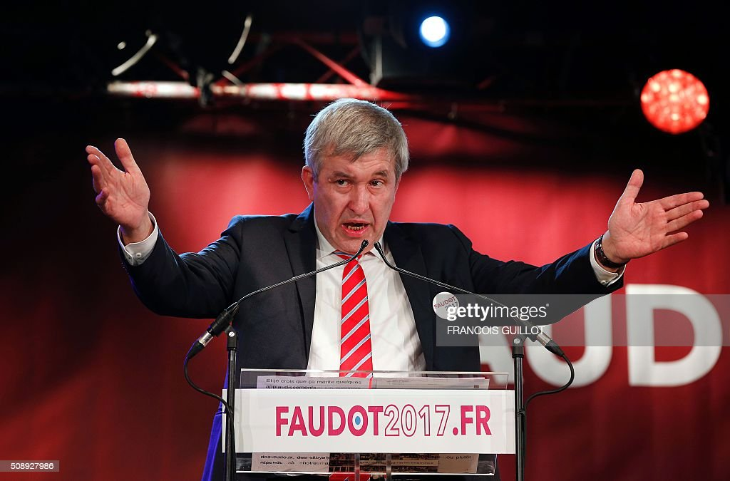 Jean-Luc Laurent, president of French left wing Mouvement Republicain et Citoyen (Citizen and Republican Movement, MRC) party, delivers a speech during a meeting at which the party nominated their candidate for the 2017 French presidential election. The MRC named Bastien Faudot as their candidate. / AFP / FRANCOIS GUILLOT