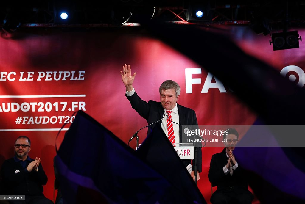 Jean-Luc Laurent, president of French left wing Mouvement Republicain et Citoyen (Citizen and Republican Movement, MRC) party, waves during a meeting at which the party nominated their candidate for the 2017 French presidential election. The MRC named Bastien Faudot as their candidate. / AFP / FRANCOIS GUILLOT