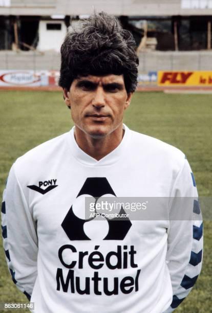 JeanMarc Guillou photographie en 1983 a Mulhouse entraineurjoueur de l'equipe de Mulhouse Guillou est le footballeur et entraîneur français né le 20...